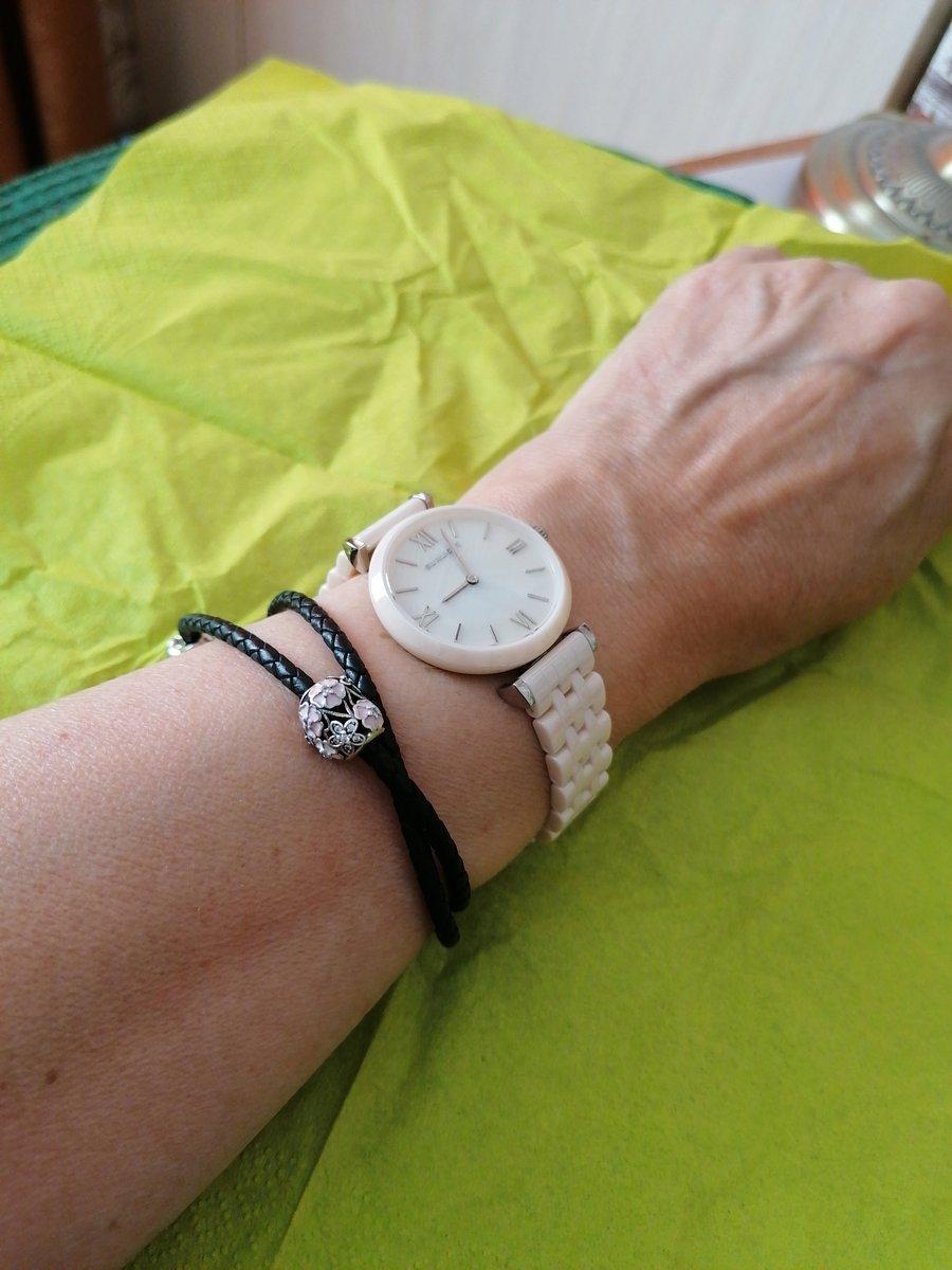 Часы с перламутром на керамическом браслете
