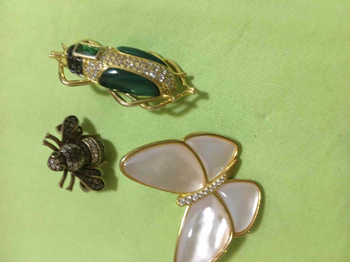 Брошь-пин из серебра с позолотой в виде жука с малахитовыми крылышками