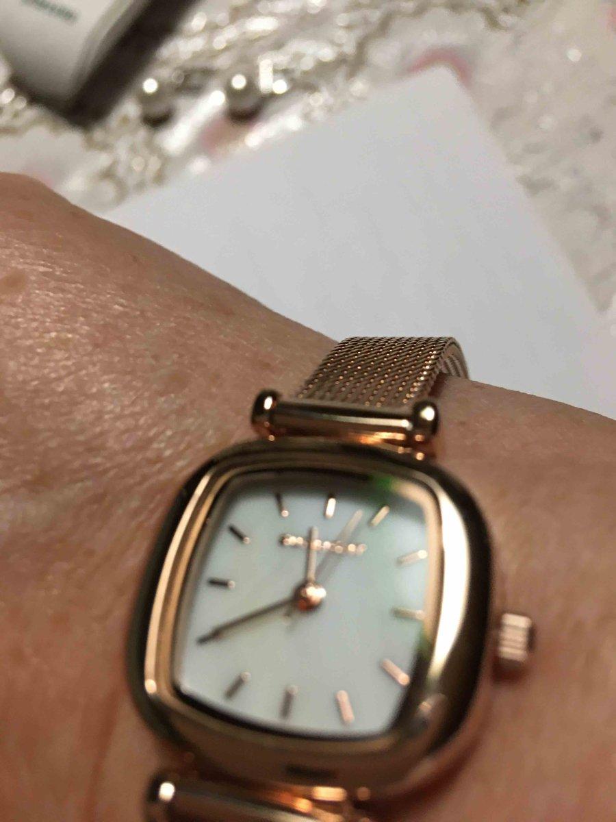 Очень красивые часы. ношу с удовольствием
