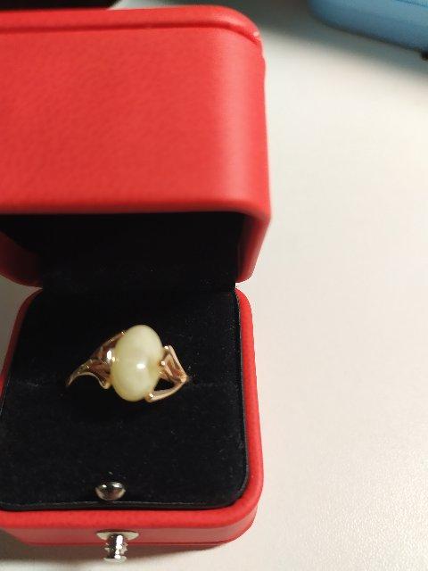 Сегодня себя порадовала, купила кольцо со вставкой из янтаря. консультанты