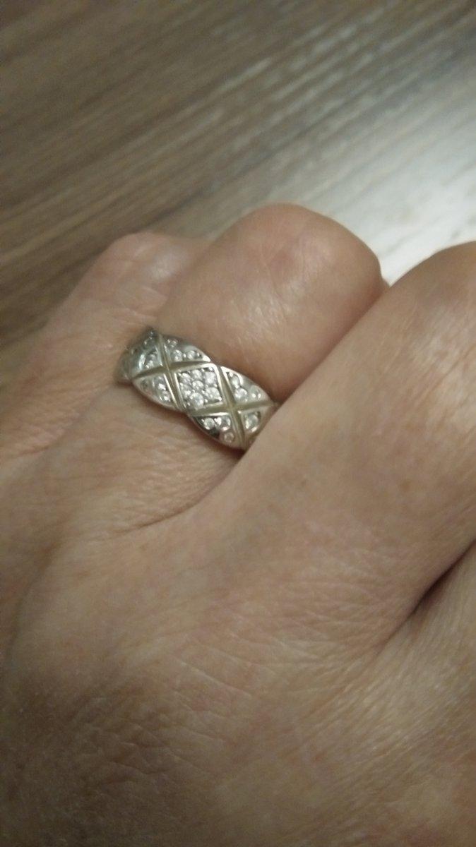 Кольцо серебряное с фионитами.