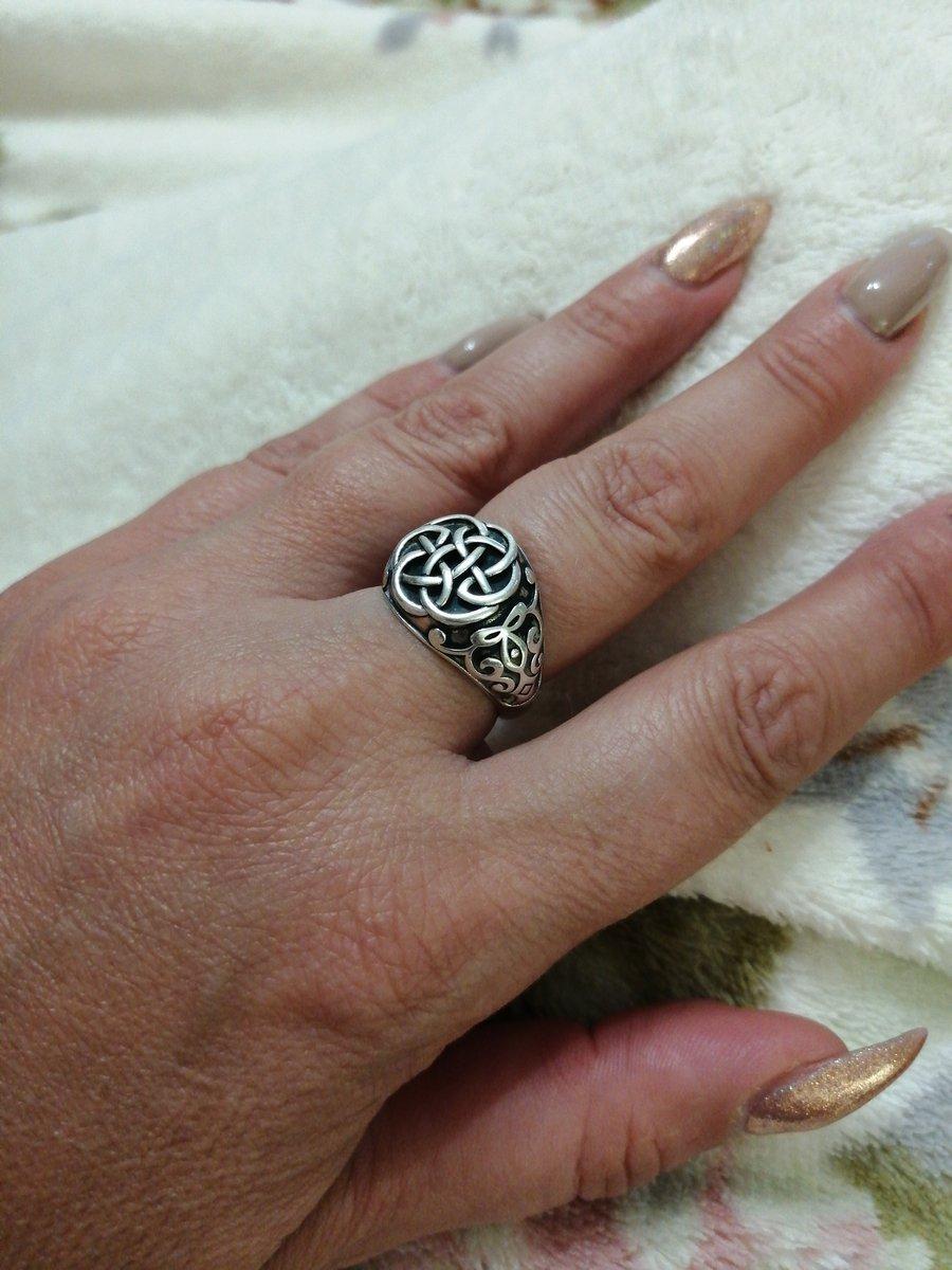 Очень довольна покупкой.. кольцо подошло по размеру очень красиво смотритс.