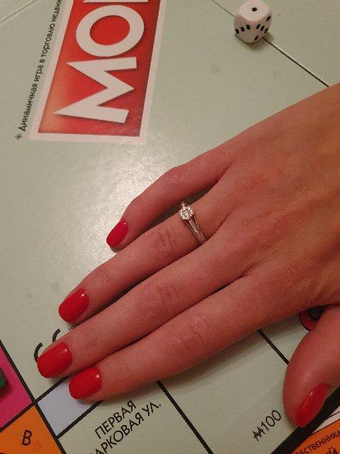 Искал своей девушке самое красивое кольцо и нашёл его