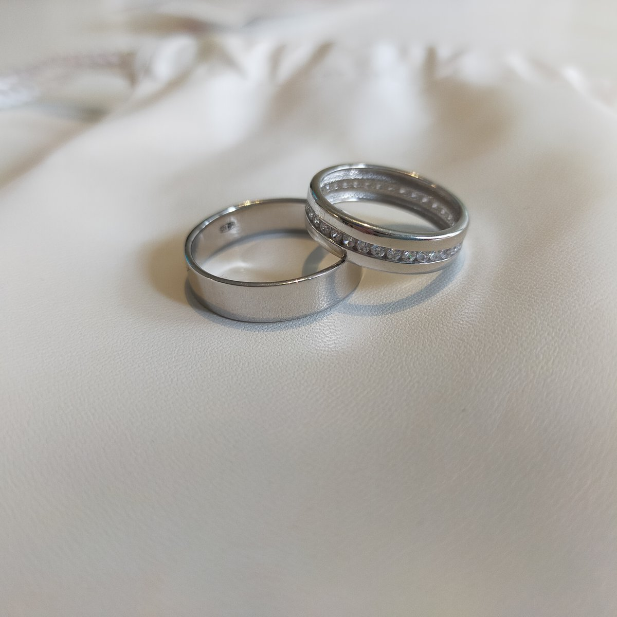 Кольца для меня и мужа. как обручальные.