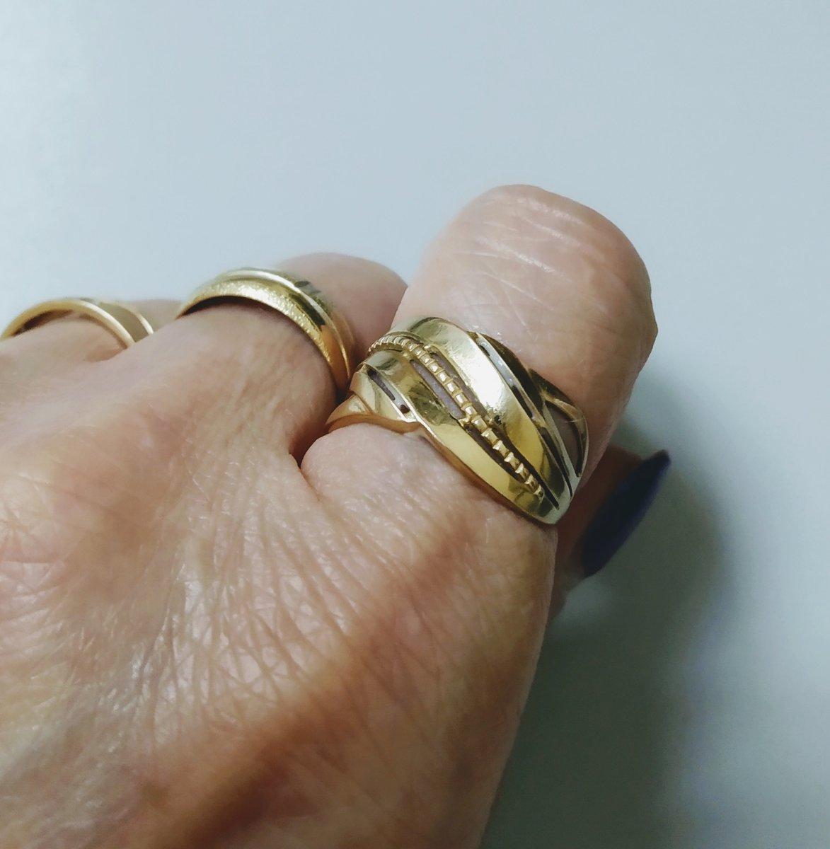 Кольцо аккуратное, милое. смотрится очень богато.