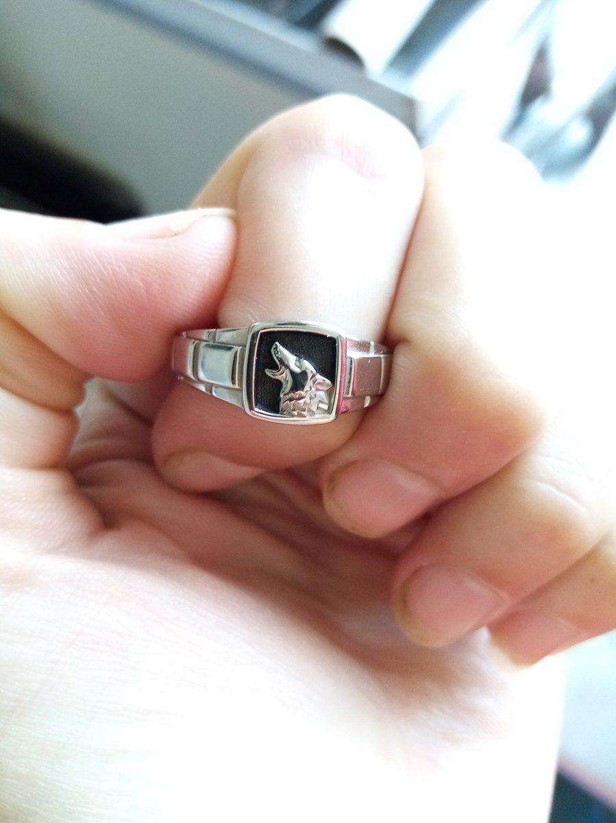 Красивое колечко, просто бомба)))) моему мужу понравилось, он доволен и я))