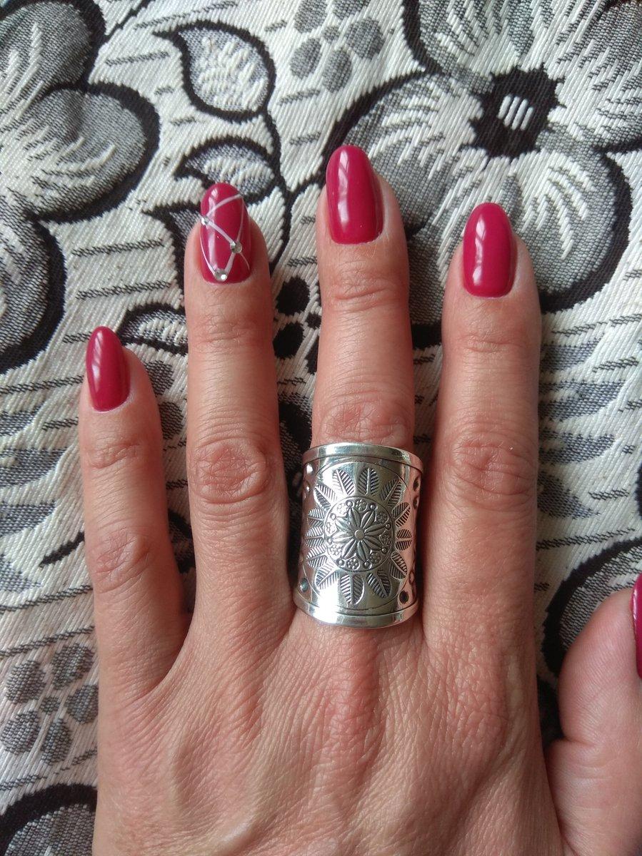 Кольцо богатое. очень понравилось. модно смотрится.