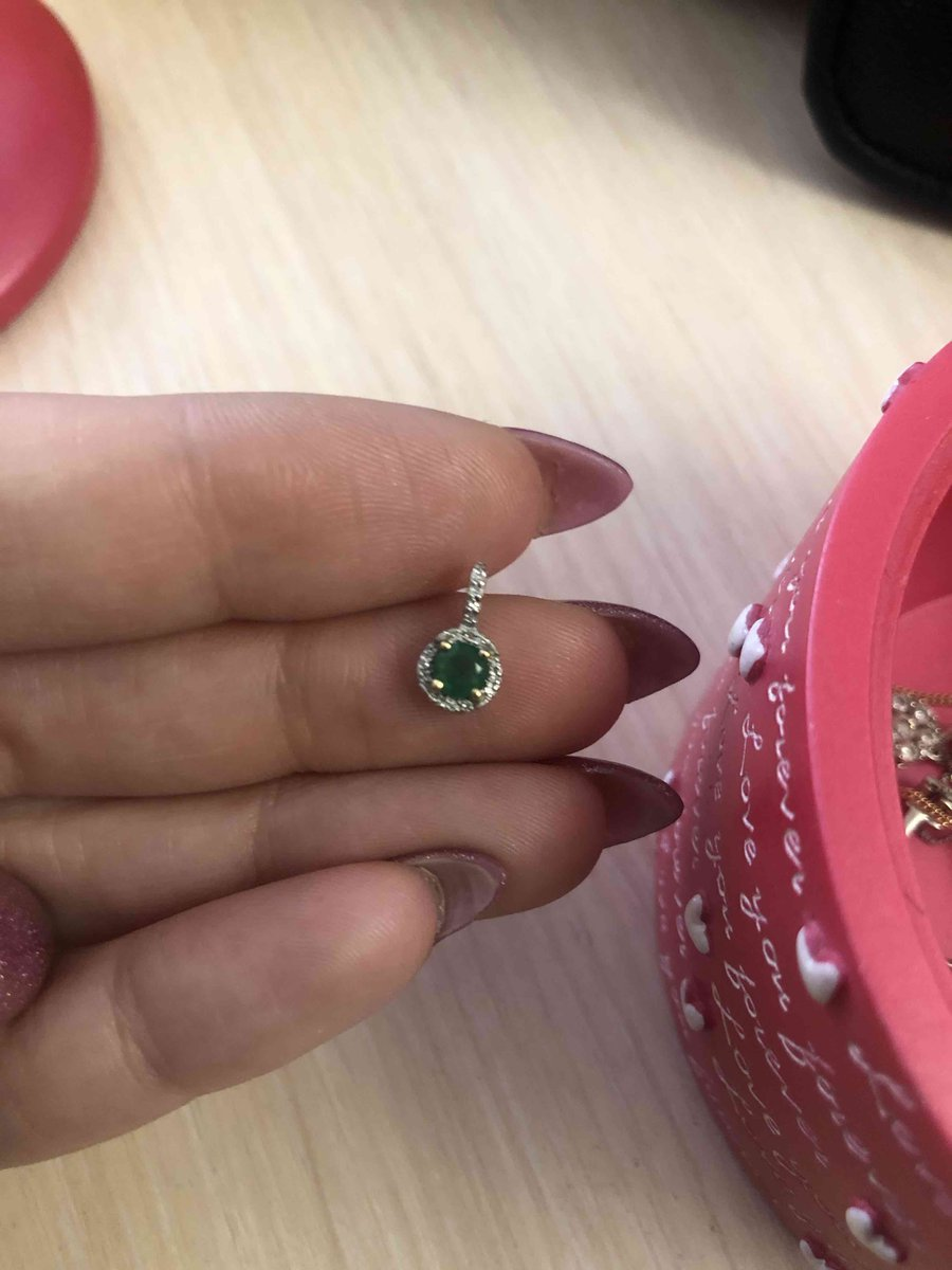 Кулон с изумрудом и бриллиантами