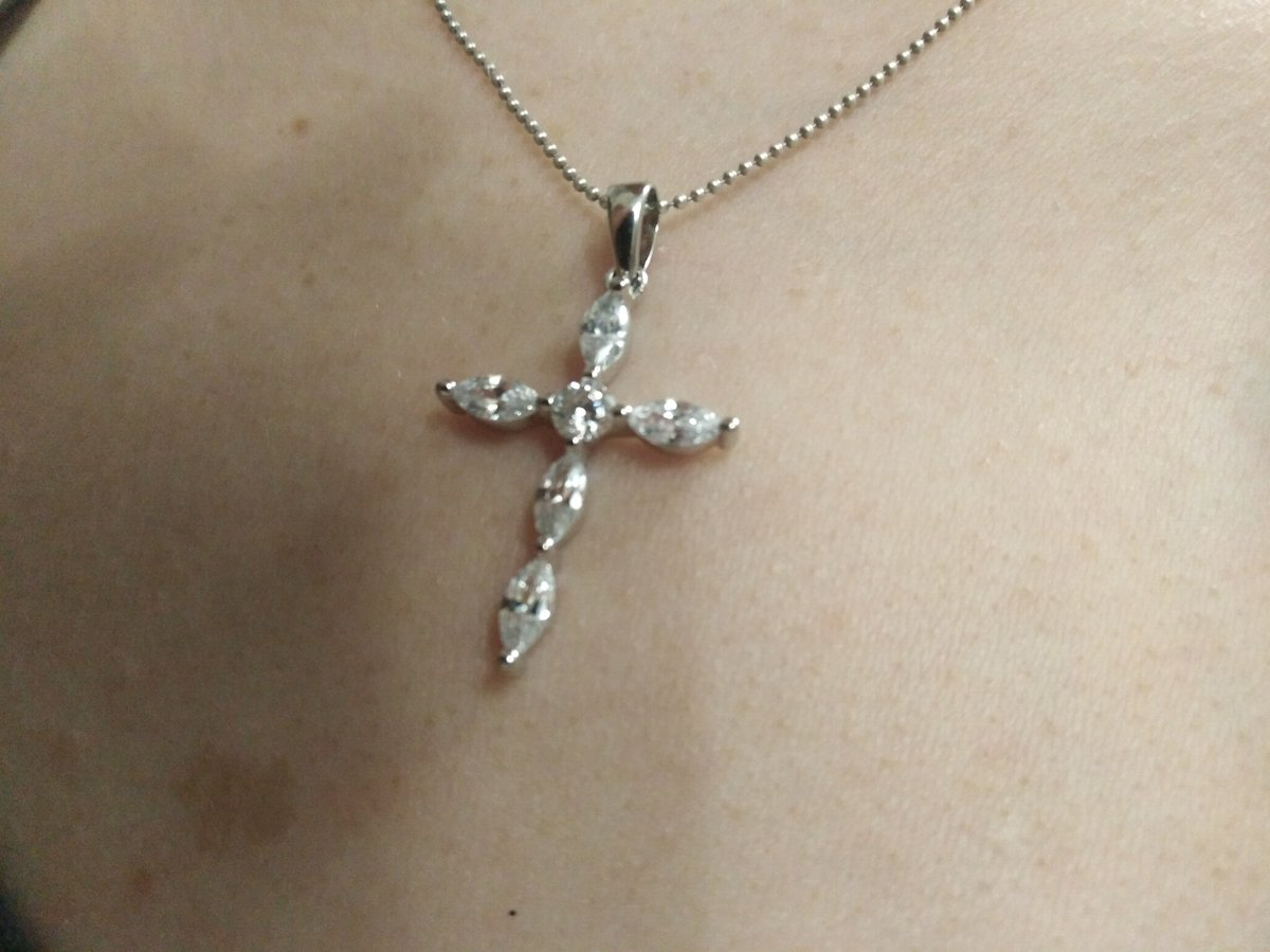 Крест с камнями