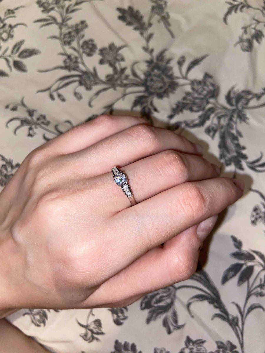 Аккуратное кольцо с фианитом