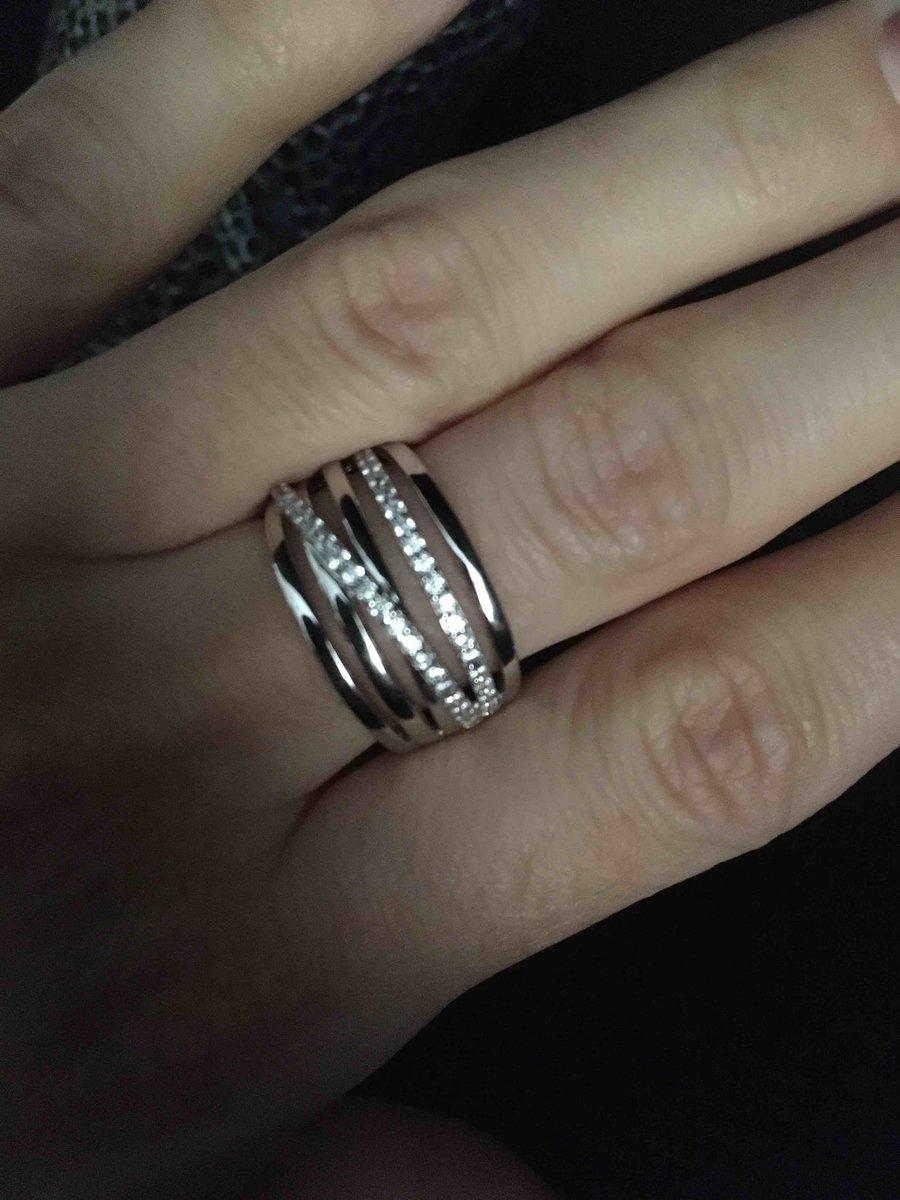 Кольцо шикарное ,цена и качество лучшее.