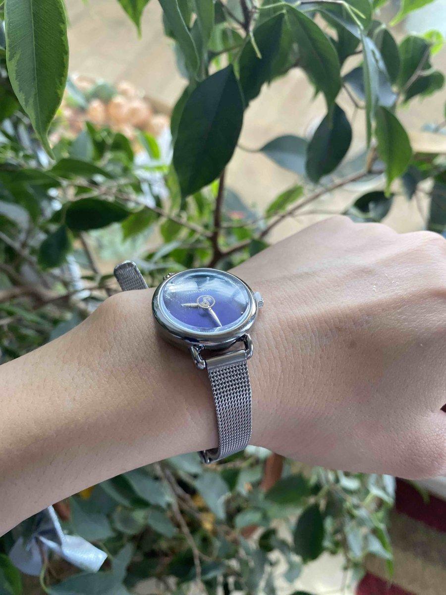 Часы с серебристым ремешком