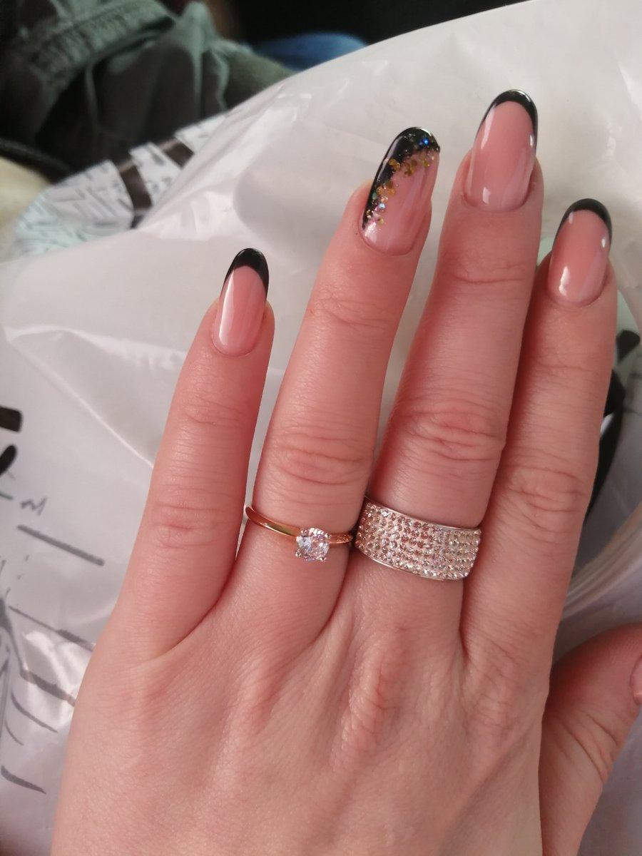 Очень шикарное кольцо!!!! фианит, очень яркий... кольцо выглядит дороже...