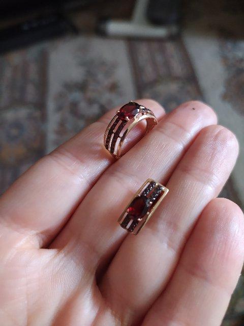 Красивые сережки в багровых тонах