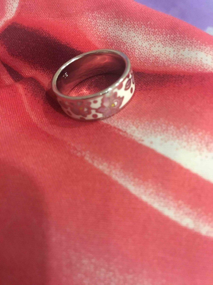 Нежное и красивое кольцо)