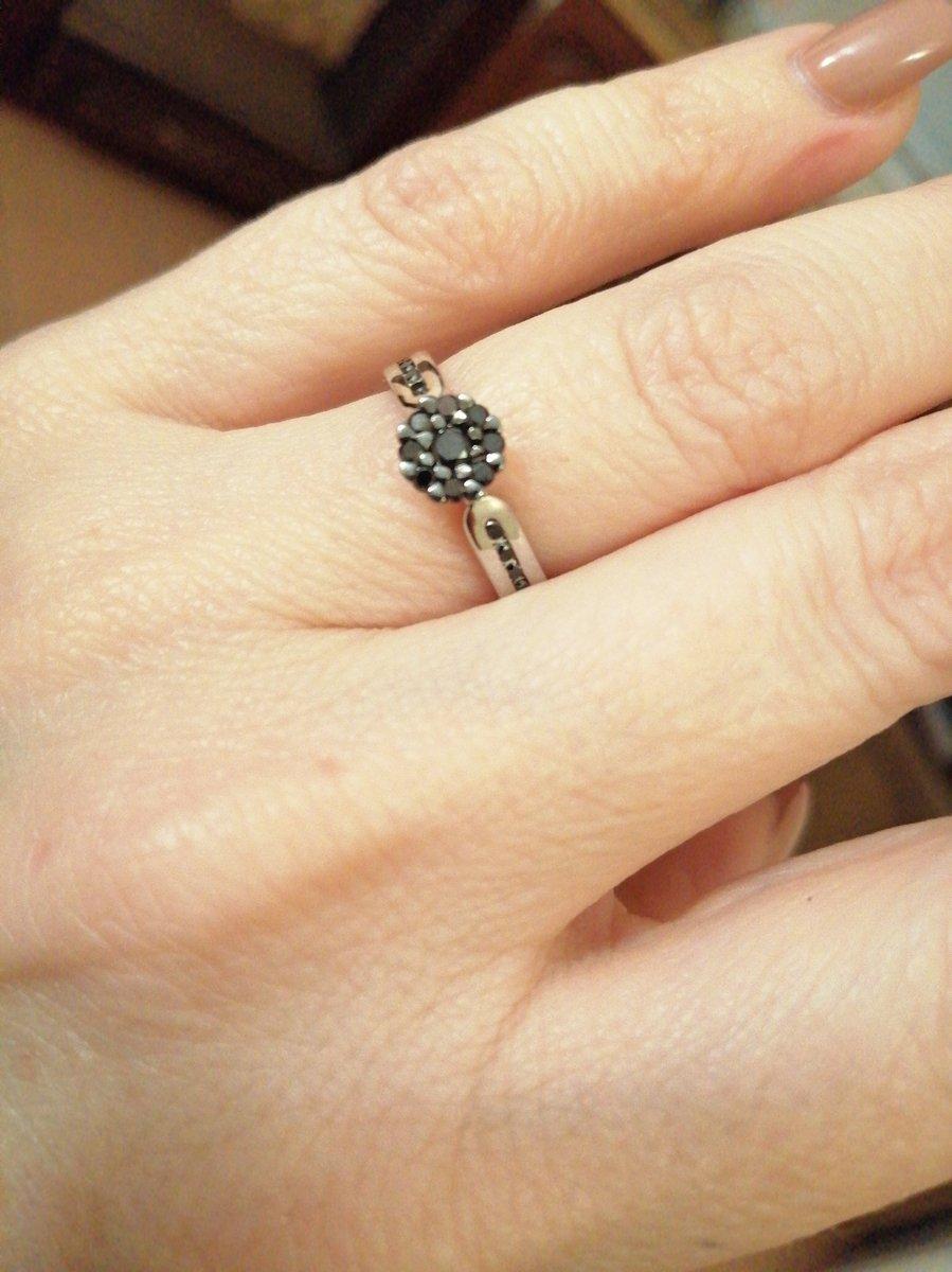 Милое кольцо с брилиантиками