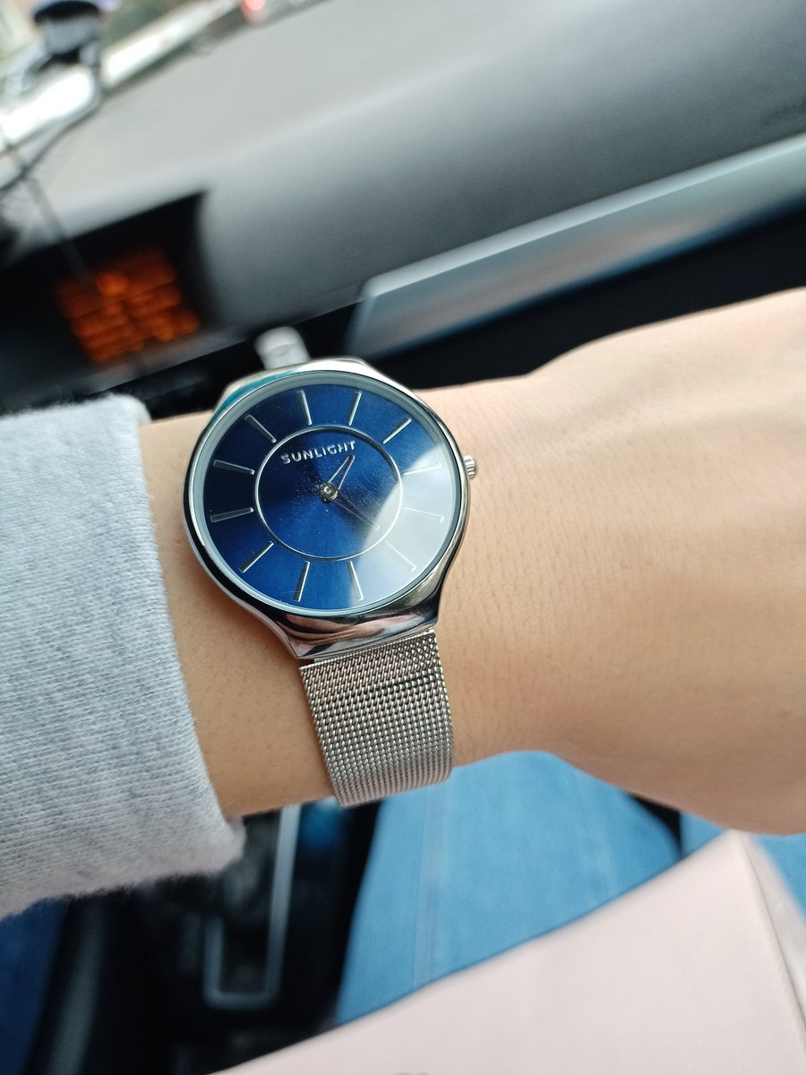 Часы наручные с металлическим ремешком