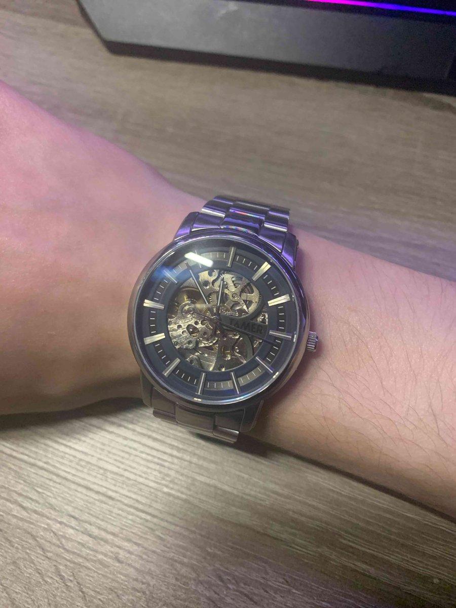 Достаточно красивые часы