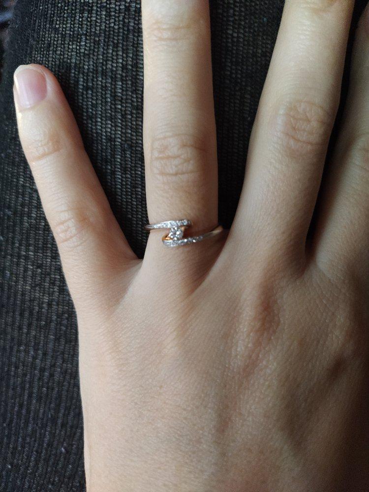 Шикарное, изящное кольцо