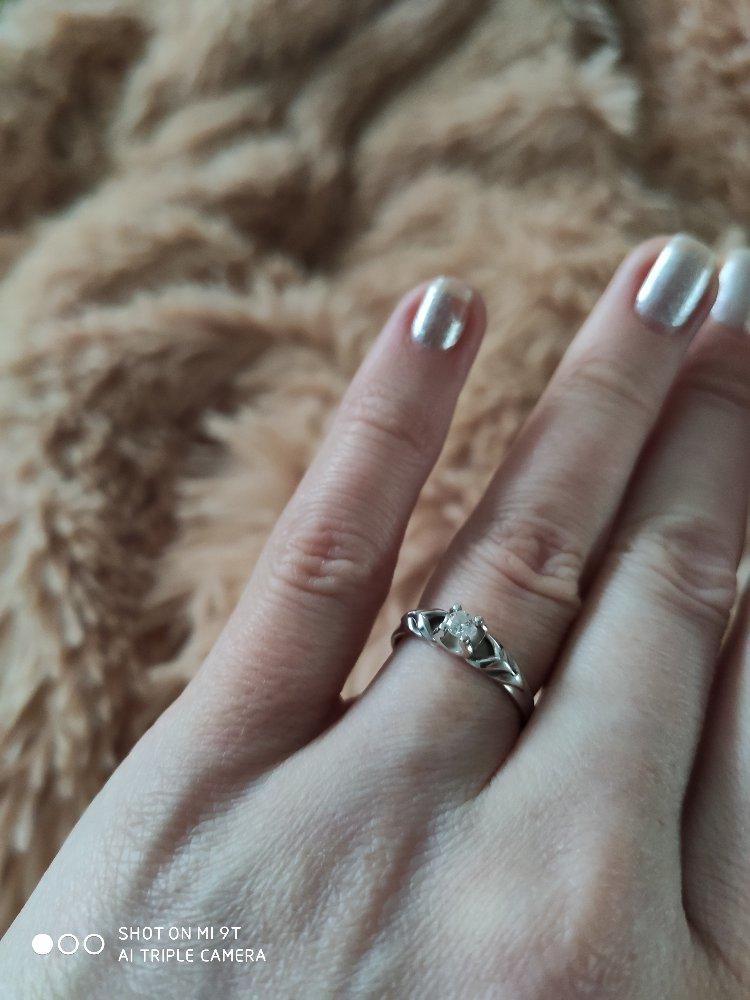 Первое колечко с бриллиантом!
