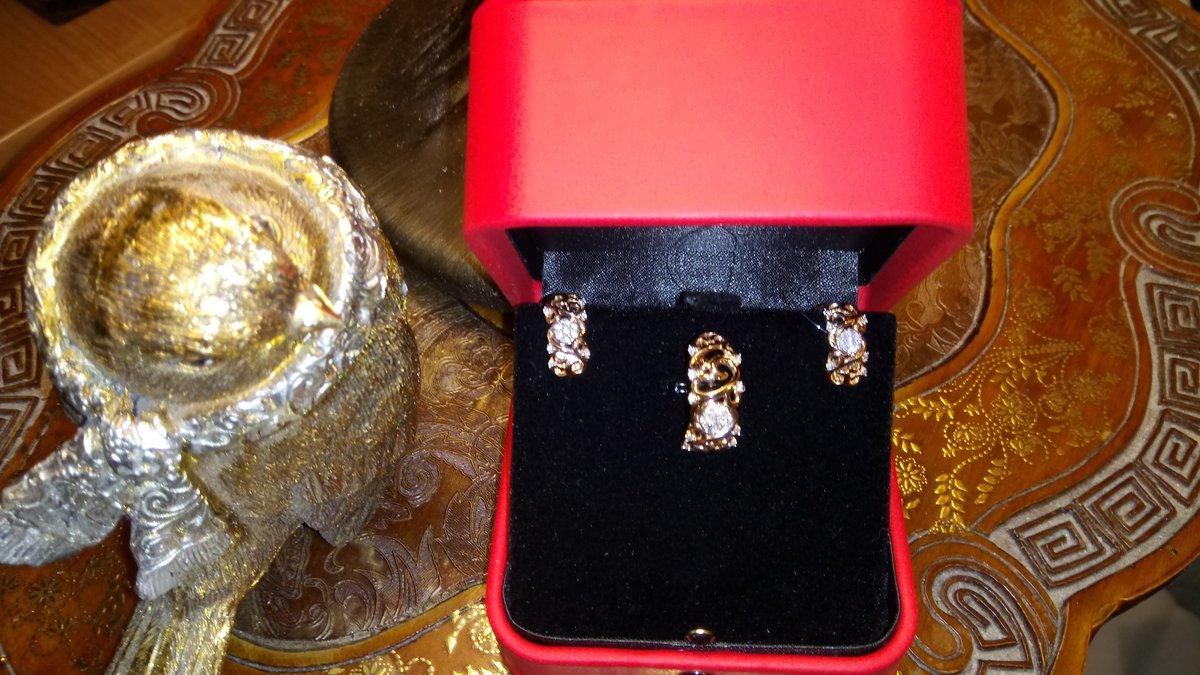 Восхитительные серьги с бриллиантами