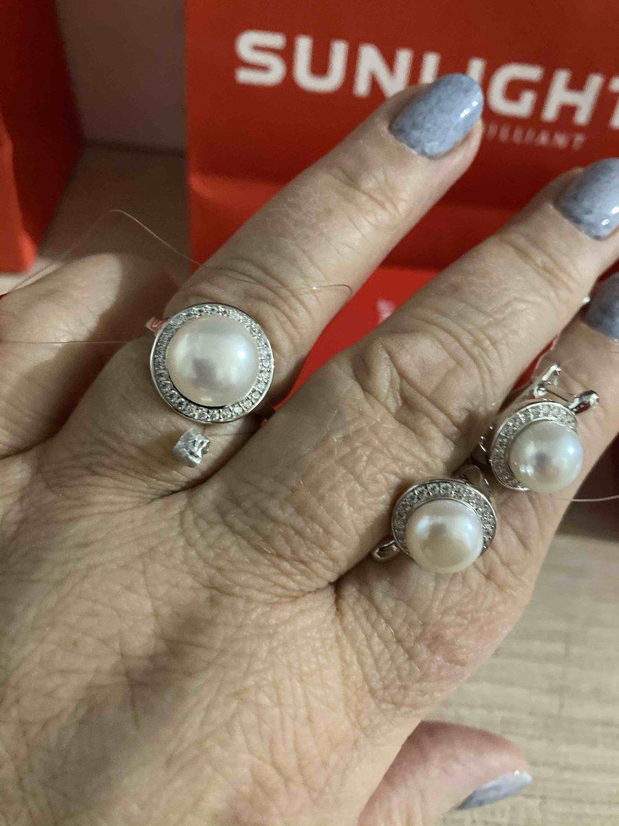 Кольцо и серьги купила маме в подарок на новый год. Надеюсь её порадовать!