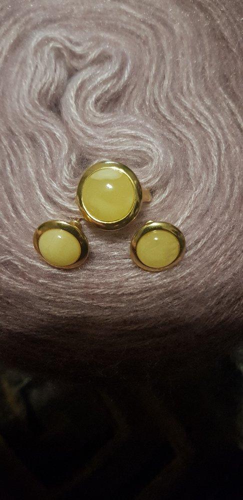 Серебрянные серьги и кольцо с янтарем