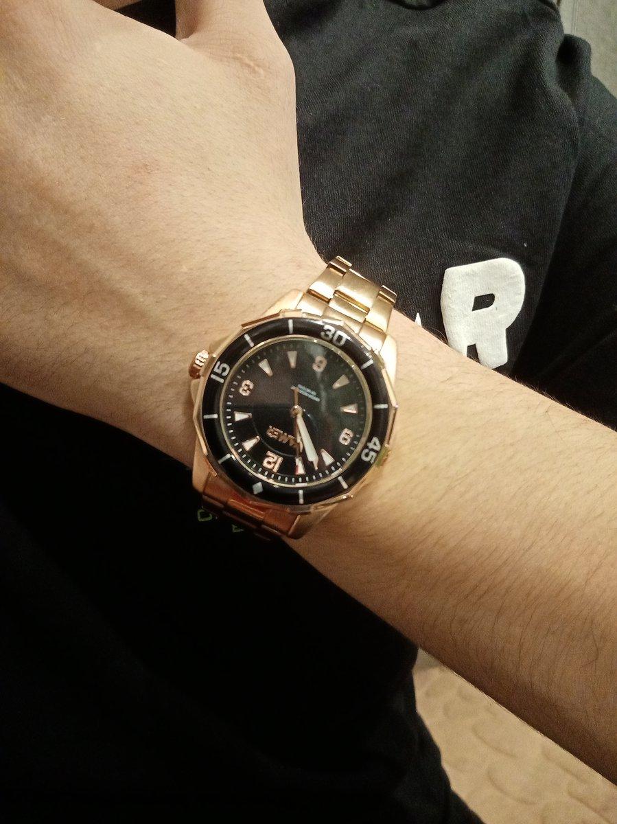 Часы хорошие, смотрятся на руке шикарно))))
