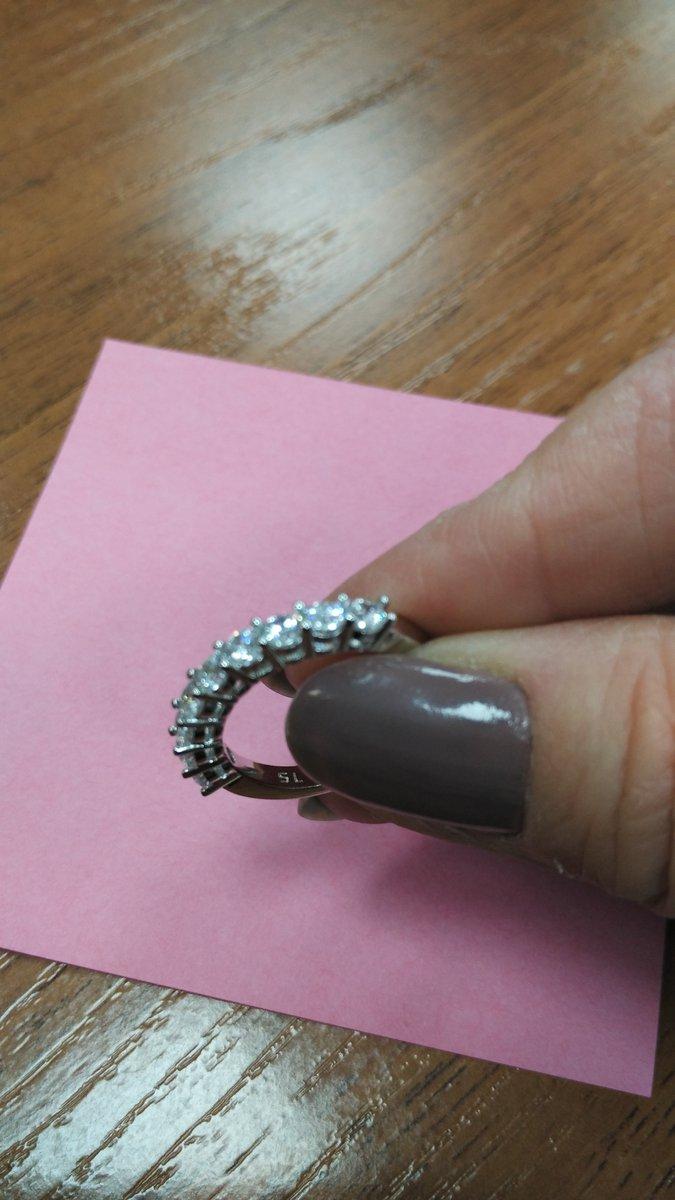 Сделала себе замечательный подарок, в виде серебряного колечка.