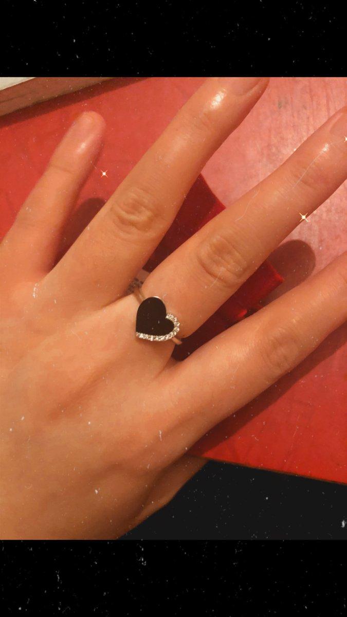 Серебряное кольцо в форме сердца