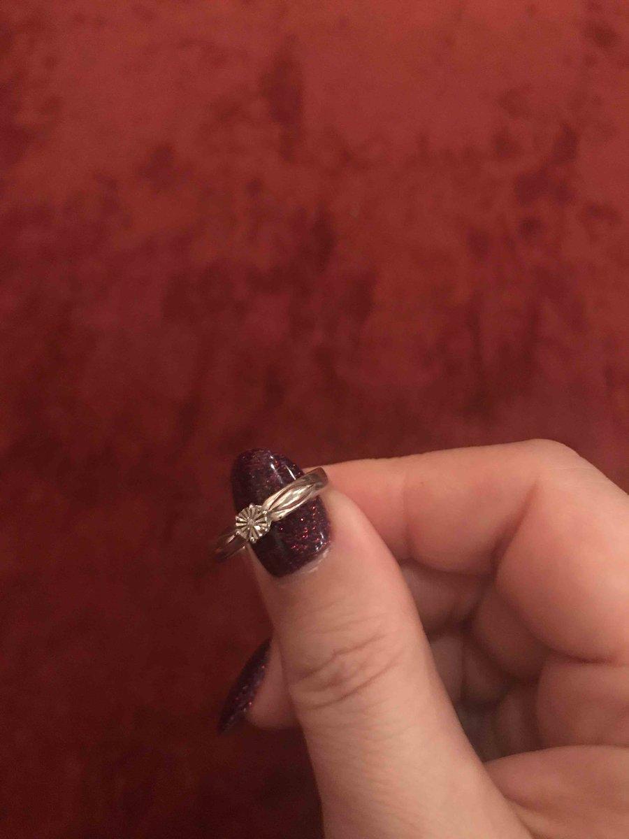 Серебрянное колечко с брилиантом