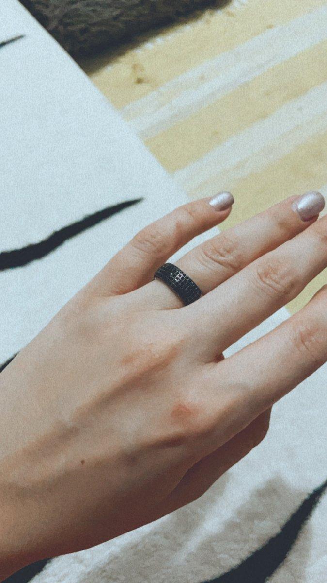 Чудесное кольцо с черными фианитамт