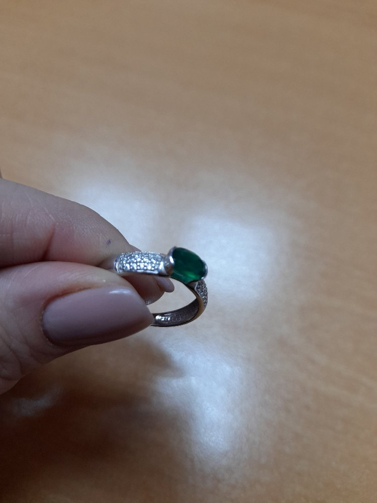 Кольцо замечательное! красота! спокойное,но при этом привлекает вни мание.
