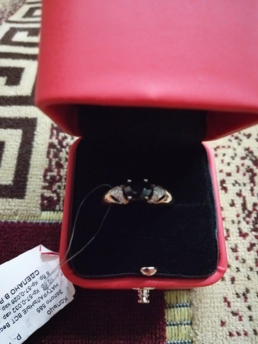Кольцо с сапфиром и брилиантами.
