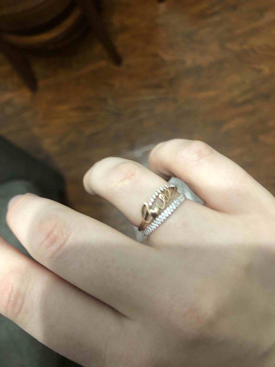 Прекрасное кольцо, очень утонченное!