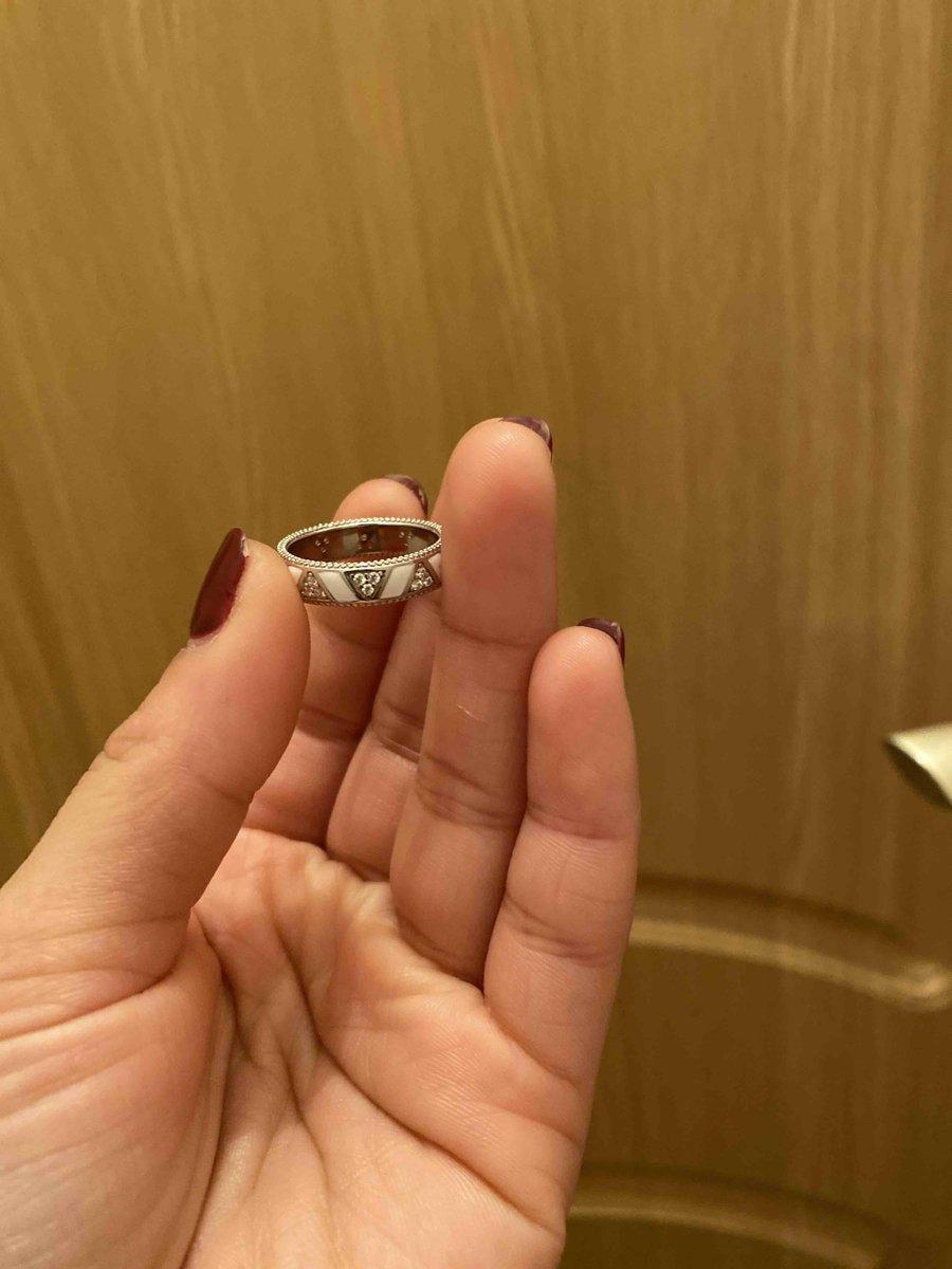 Кольцо понравилось подруге)