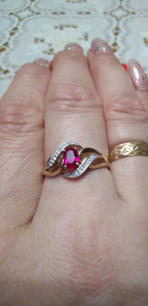 Колечко с рубином и бриллиантами.