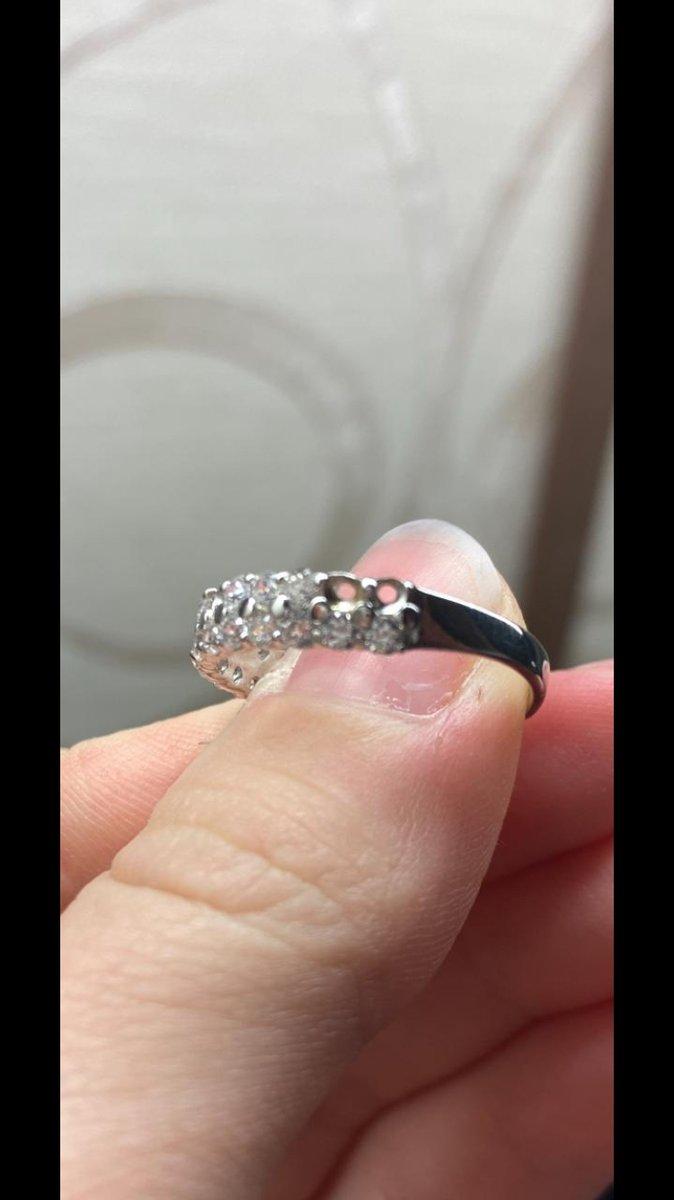 Кольцо с отсутствием трех камней
