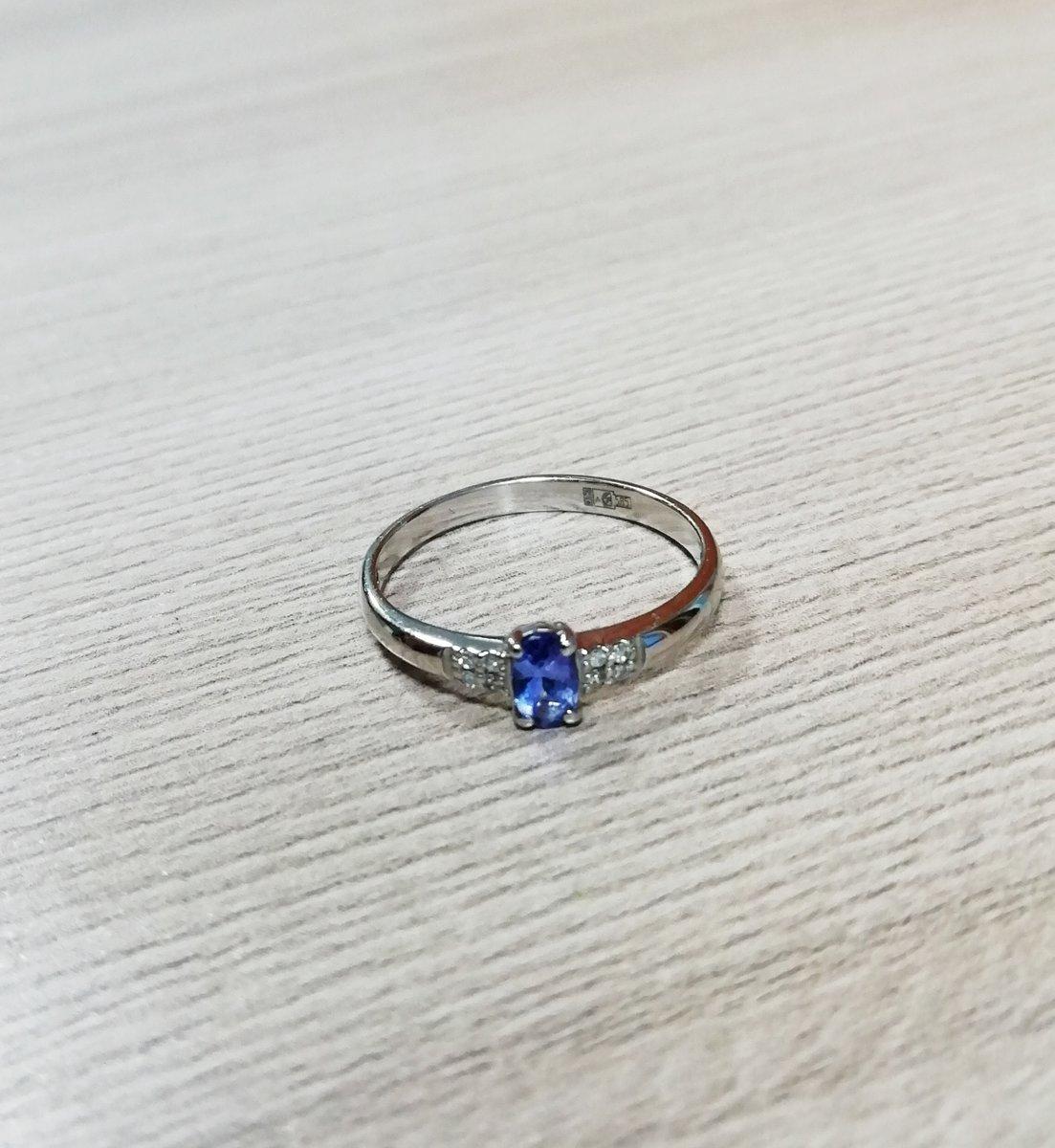Кольцо с танзанитом в белом золоте