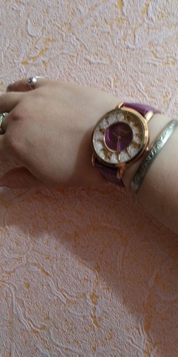 Часы из фирменной коллекции
