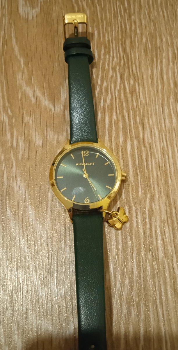 Часы с зеленым ремешком