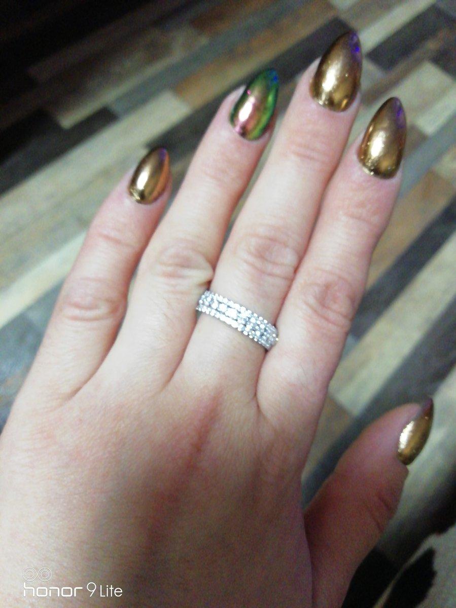 Очень красивое кольцо, смотрится красиво.