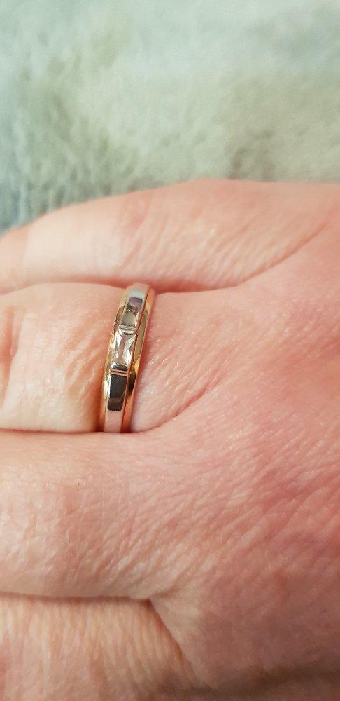 Кольцо с фионитом