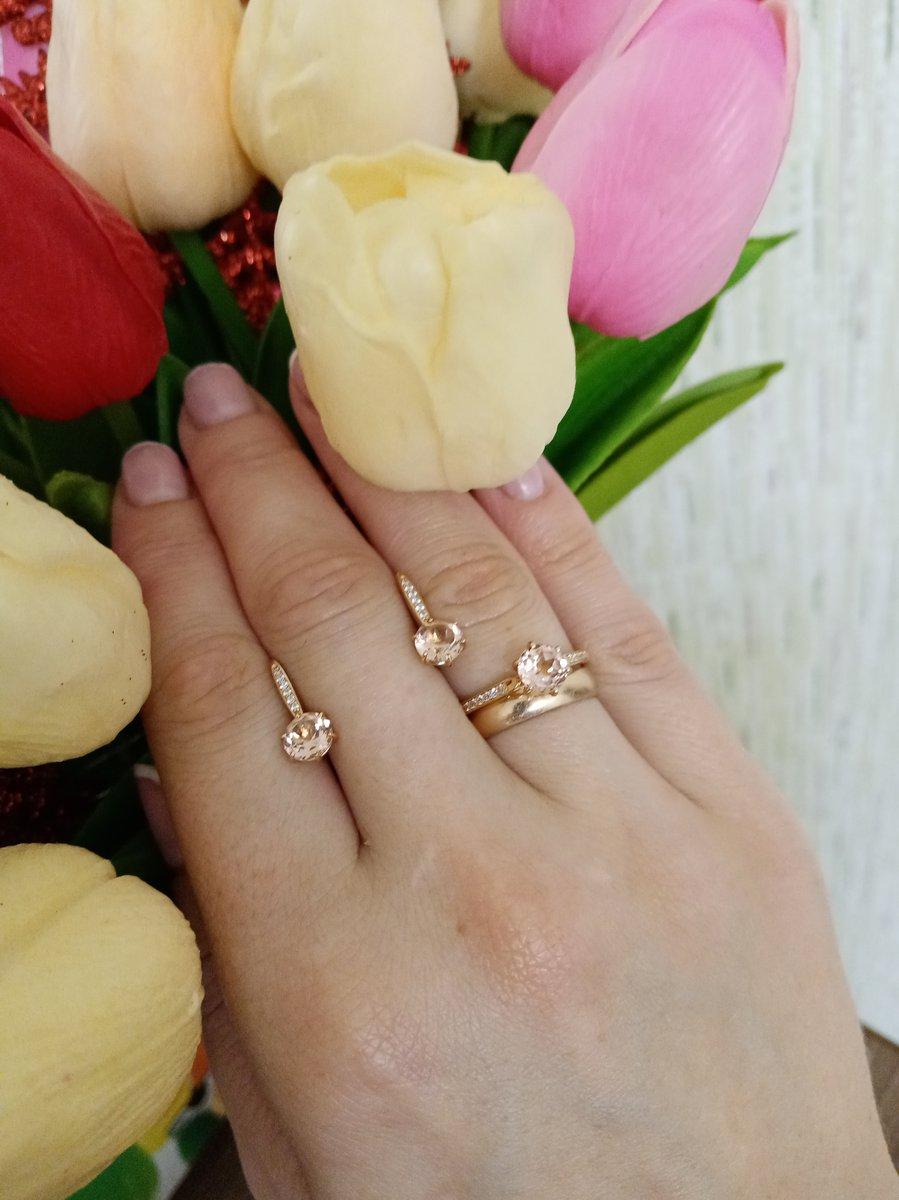 Кольцо с маргонитом и фианитами золото 585