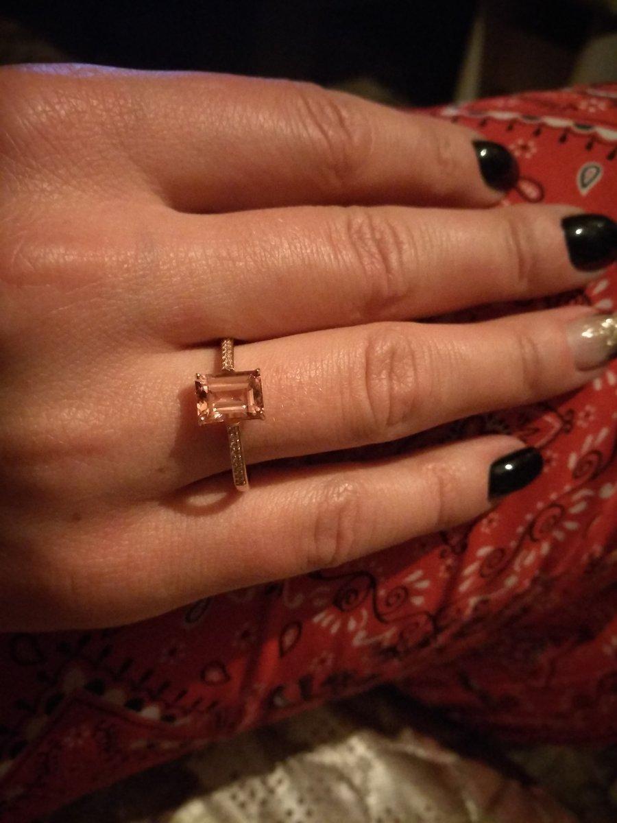 Золотое кольцо 19см.с морганитом.