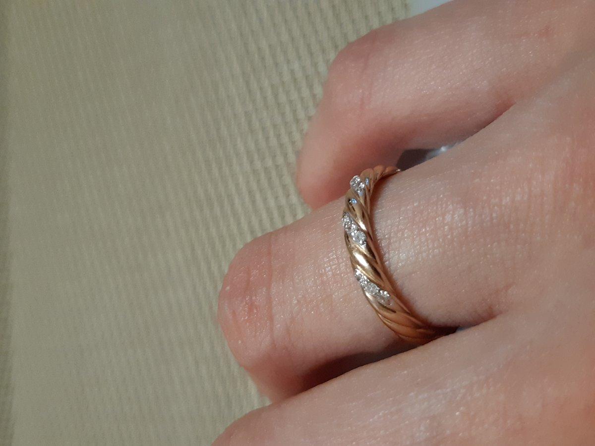 Изящное обручальное кольцо