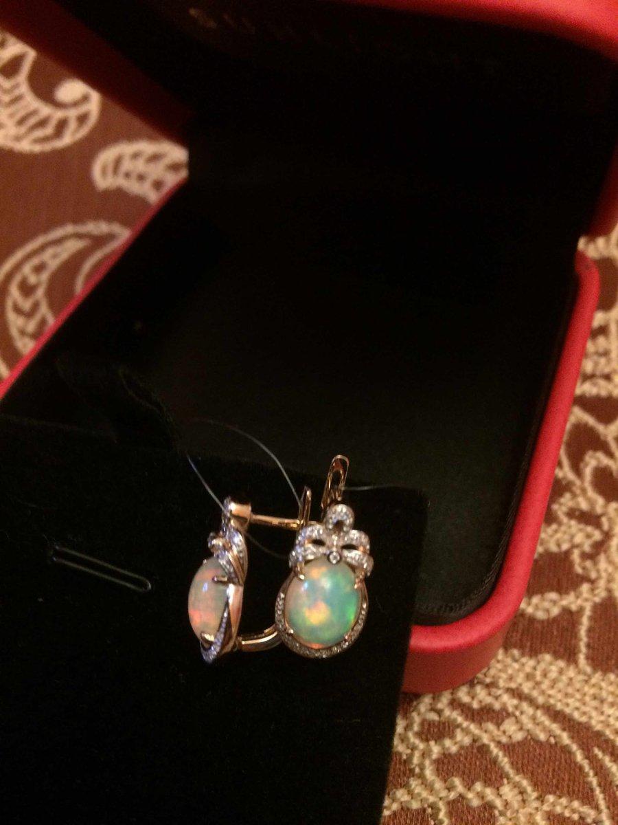 Золотые серьги с опалами и бриллиантами