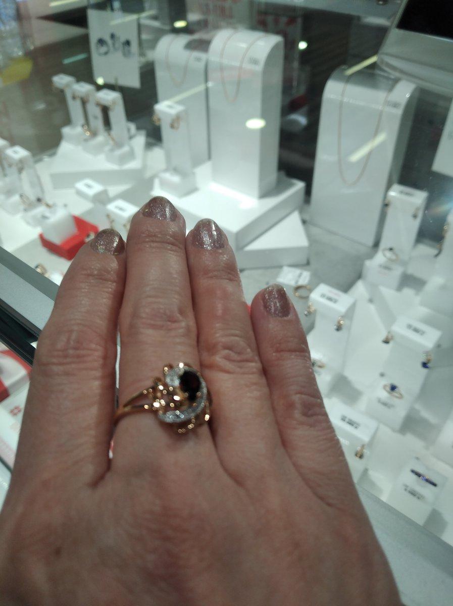 Очень красивое,добротное кольцо