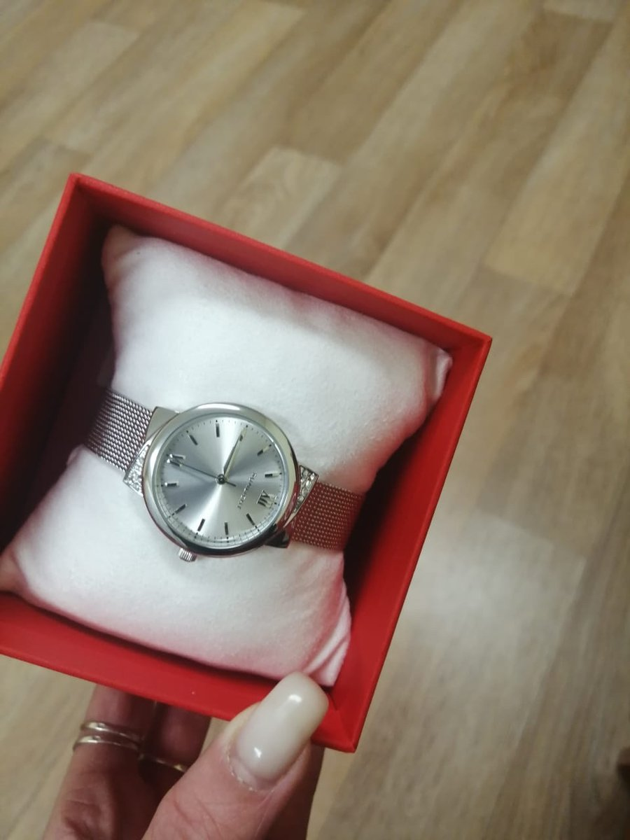 Приобрела часы в подарок