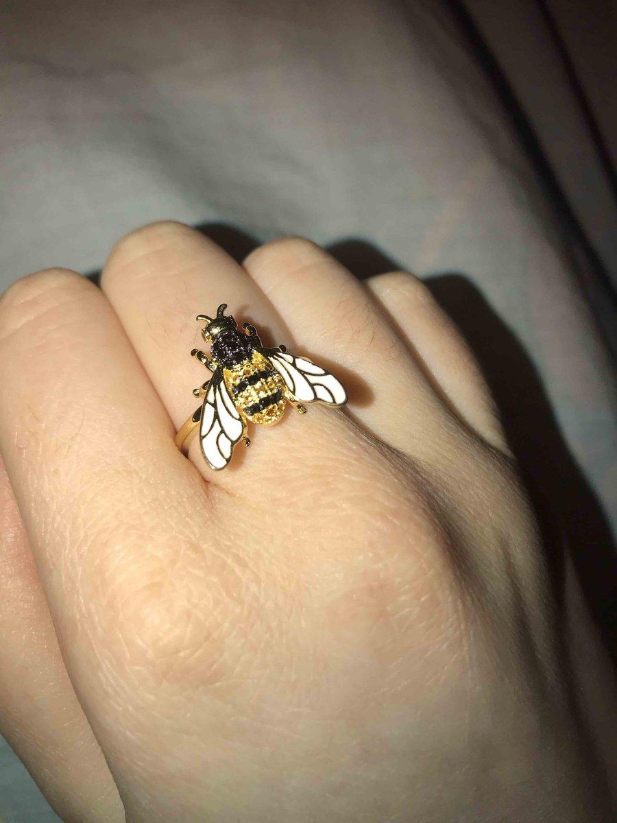 Удивительная пчелка